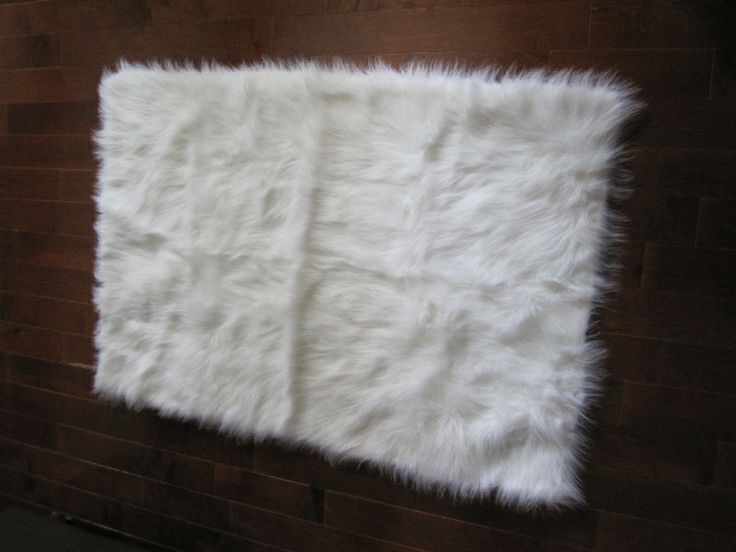 Best 25 white faux fur rug ideas on pinterest white fur for White fur bedroom