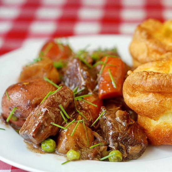 Burgundy Beef Stew - plan your weekend cooking now with tender beef slowly cooked with root vegetables in beautifully seasoned rich burgundy wine gravy. Perfect when served with Yorkshire Pudding or Popovers. Home cooking does not get better than this!Burgundy Beef, Beef Recipe, Rocks Recipe, Beef Stews, Food Photography, Orange Juice, Food Recipe, Food Photos, Families Meals