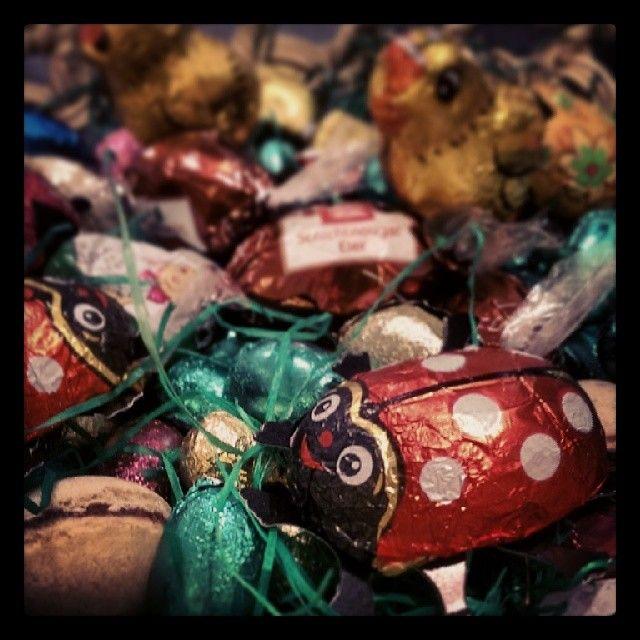 Frohe Ostern - Der Naschkatzen Nestbautrieb #darmstadt #innenstadt #kino #ostern #candy #easter #süss #nest #schokolade #käfer #küken #eier #nuss #nougat #geschenke (hier: Helia Kino - City Dome)