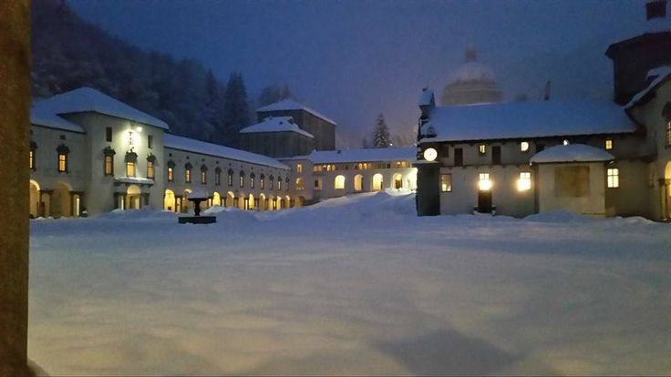 #oropa #santuario #MadonnaNera #BlackMadonna #neve #snow #montagna #alps #night #notte