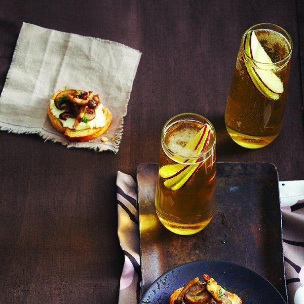 Lemony mushroom and herb crostini recipe - Chatelaine.com