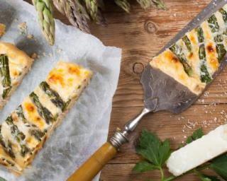 Quiche minceur aux asperges et champignons sans croûte : http://www.fourchette-et-bikini.fr/recettes/recettes-minceur/quiche-minceur-aux-asperges-et-champignons-sans-croute.html