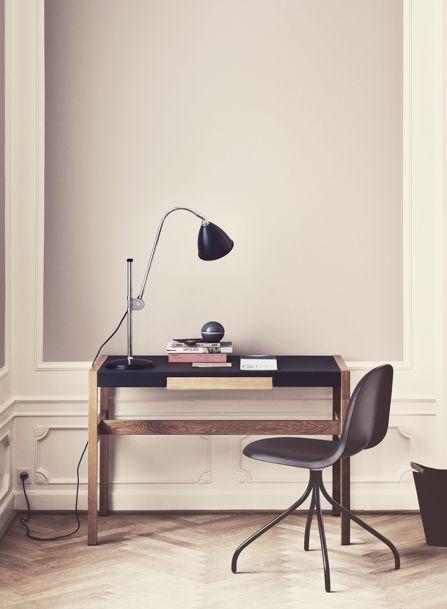 studio karin: FÄRG  grå väggfärg, vita snickerier