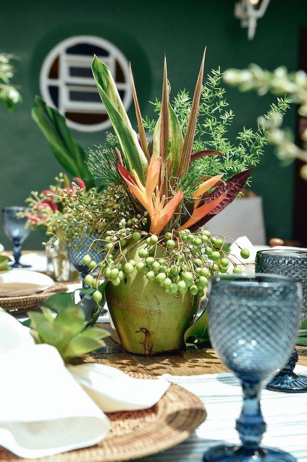 Arranjo De Mesa De Convidados Feito Com Flores Tropicais Sementes