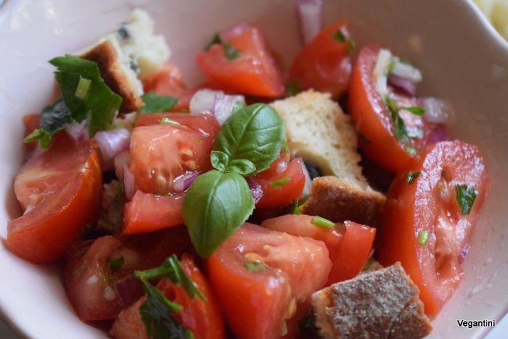Panzanella este ceva deosebit, o salata pe care o vei iubi enorm si care se aseamana perfect cu salata noastra de rosii in care inmuiem paine :)) Avem aici una dintre cele mai simple si rapide rete…