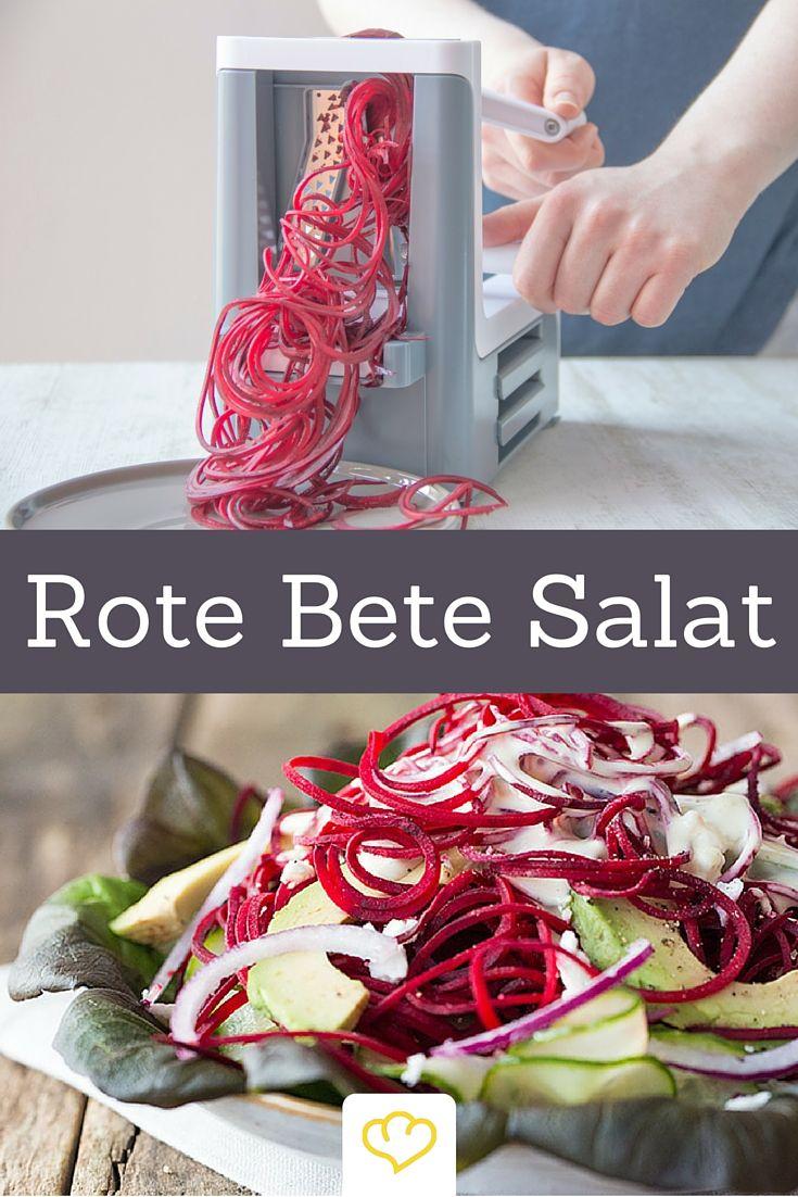 Gesunder Rote-Bete-Salat mit Avocado und Ziegenkäse. Mit einem Spiralschneider gelingen die schönen Rote Bete Spaghetti im Handumdrehen!