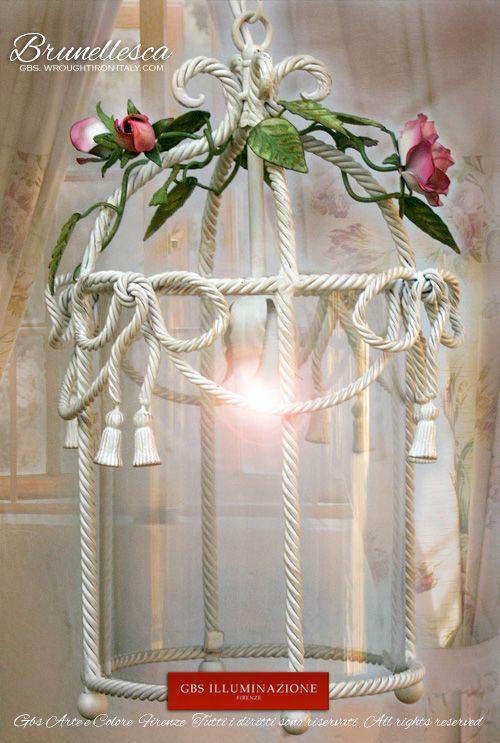 Brunellesca di GBS, in corda con piccole nappe, fiocchi e rose rampicanti. Lanterna romantica in ferro battuto e decorato a mano. GBS Firenze, all rights reserved. Handmade in Florence.
