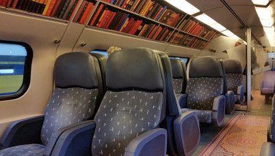 In Olanda i treni diventano biblioteche Scaffali pieni di libri, tavolini e lampade da lettura: il vagone per veri bibliofili