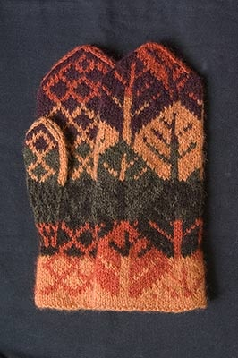 Riihivilla, Dyeing with natural dyes: Mittens Lapaset