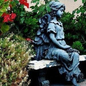 Színezet vázák oszlopok figurák kerti szobrok