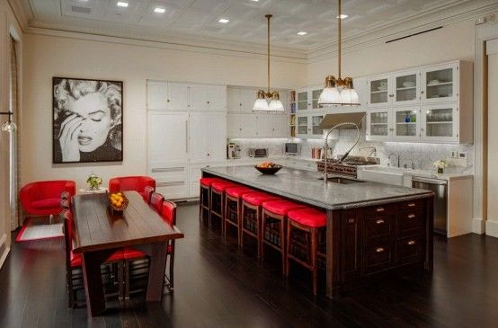 Luxurious Penthouse With Bright Red Accents | DigsDigs