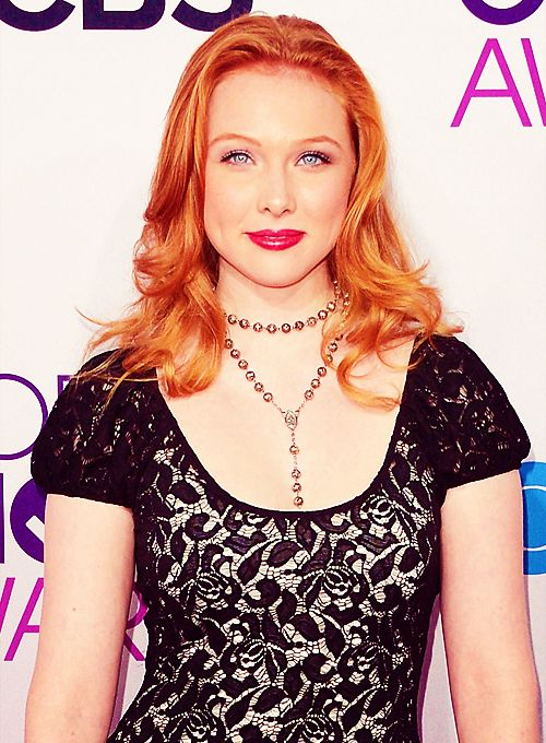 Molly Quinn looking stunning on the People's Choice Awards Red Carpet