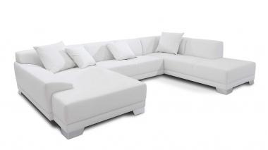 Ein großes Sofa kann man mit vielen selbst gestalteten Kissen verschönern!