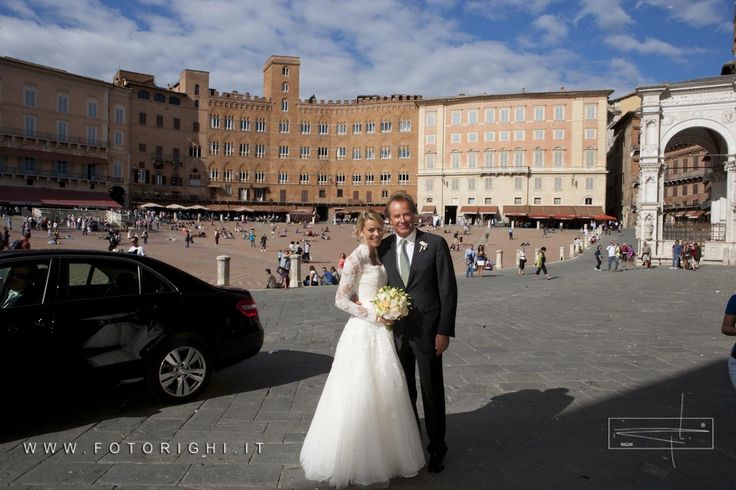 The amazing bride before the ceremony in the stunning Piazza del Campo in Siena