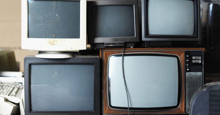 """¿Qué provoca ruidos molestos en un televisor de tubo?. Debido a la cantidad de voltaje requerido para operar los antiguos televisores de """"tubo"""", se producen muchos más problemas, sonidos y ruidos en los televisores de tubo que en los televisores de pantalla plana más nuevos. Los sonidos se producen por múltiples razones, donde algunos simplemente son parte del proceso normal que estos televisores ..."""