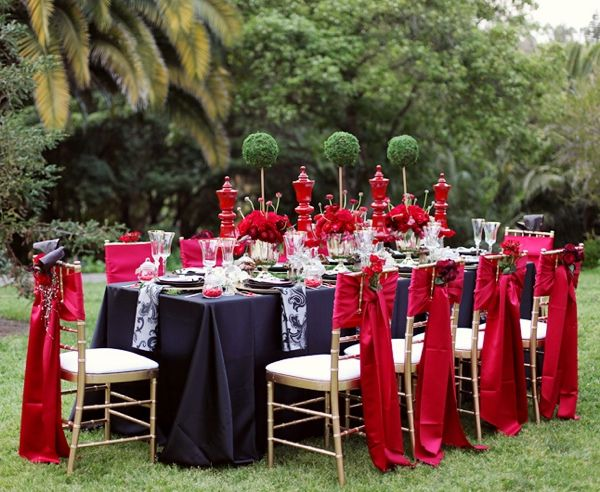 Alice In Wonderland Themed Wedding: A Vintage Storybook Theme For The Offbeat Bride