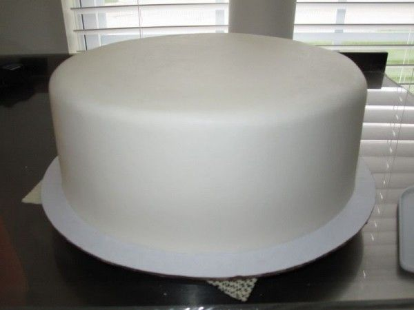 Make buttercream icing look like fondant
