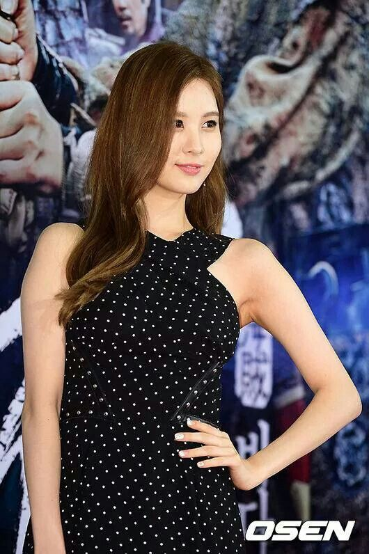 Yoona and seohyun at the pirate premiere