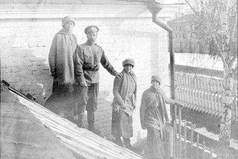 En 1918 los bolcheviques fusilaron a los once miembros de la familia Romanov. Los principales implicados en aquel pelotón de ejecución ostentaron una posición respetable dentro de la sociedad soviética.