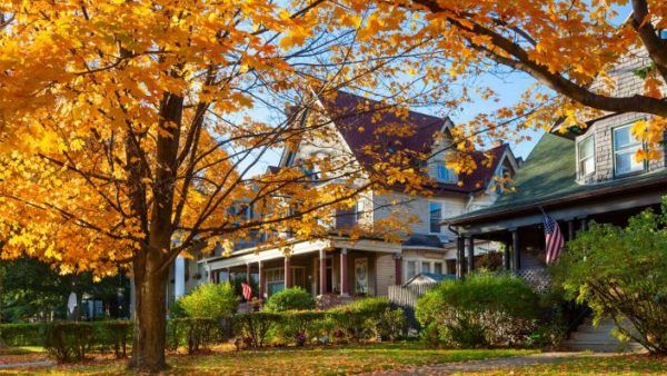Spring and summer usually get all the real estate glory with lofty accolades as the best time to buy a home. Meanwhile, their seasonal sibling, fall, often gets tossed to the leaf pile by potential buyers who might think autumn is just about haunted houses and turkey dinners rather than house hunting. But don't go into hibernation just yet! Fall might be the best season to find the perfect property (and not just because you can browse the listings while cupping a pumpkin spice latte).