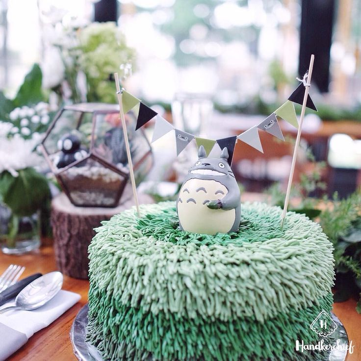 Totoro Ombre Cake  #handkerchiefid . . . . #totoro#totoroparty#totorobirthdayparty#tablesettingbandung#tablesetting#tablesettingjakarta#dekorasiulangtahun#tabledecorjkt#tabledecorbandung#explorebandung#bandungfoodies#eventstylist#eventstylistbandung#eventstylistjakarta#infobdg#explorejakarta#buttercream#birthdaydecoration#cafebandung#caferestobdg#partyideas#flowers#flower#plants#ombre#cookies#dessert#cafebandung#tablesetbandung#iklanbandung