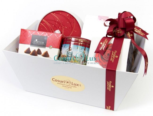 Cos cadou Rosy Festivities, un cadou perfect pentru sezonul de Craciun! Aceasta cutie speciala contine produse speciale pentru Craciun, in cele mai frumoase cutii, cu detalii festive, foarte elegante