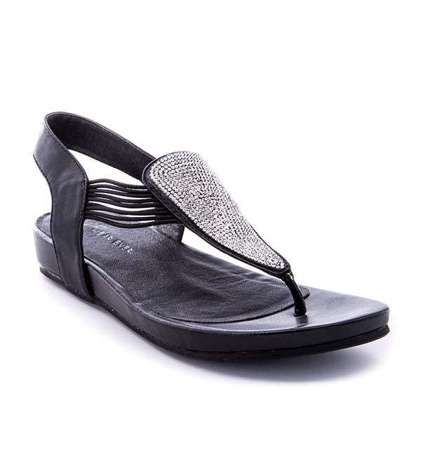 Discover the latest shoe trends from Footwear Unlimited brands including  Baretraps, Latigo, Andrew Geller