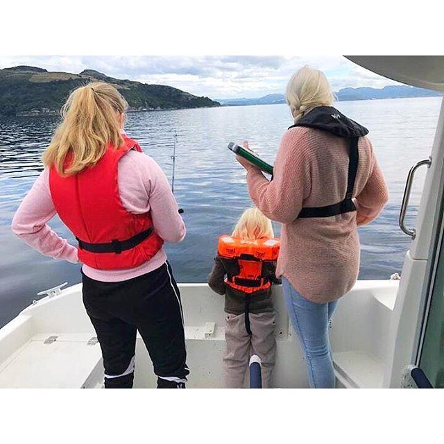 Kost oss på fisketur i båten til @geir_gislason 🎣 #båtliv #skjærgård #sjø #utno #norge #norway  #visitnorway #natur #nature #stavanger #himmel #sky #sommer #summer #kristiansandavis#liveterbestute #kristiansand #instagood #nofilter #nofilterneeded #fvn #fvnsommer #nrksommer #norwayraw #magasinetreiselyst #fisketur #fishing #rennesøy #mosterøy #rogaland