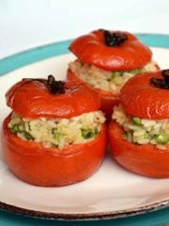 Tomates farcies au risotto, mascarpone, parmesan et petits pois