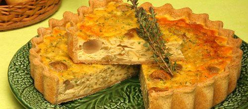 Receita de Tarte de cebola com queijo e cogumelos (base integral e recheio s/ natas). Descubra como cozinhar Tarte de cebola com queijo e cogumelos de maneira prática e deliciosa com a Teleculinaria!