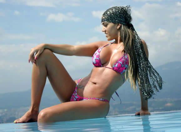 Elena Bayona, Modelo y Emprendedora crea Micro Bikinis Jamaica !