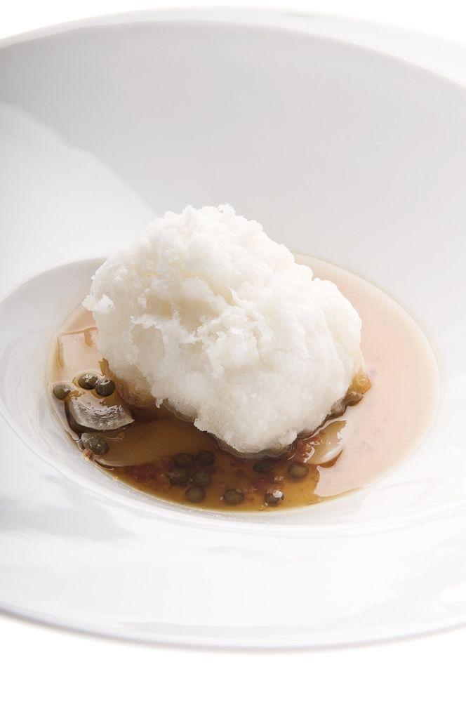 Baccalà in crosta con cipollotto, lenticchie e pancetta croccante