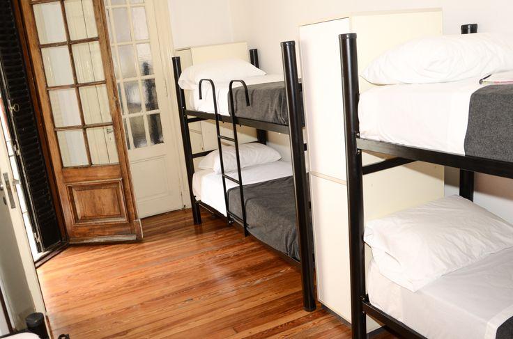 Mejores colchónes, habitación amplias y luminosas, para hacer tu estadia más cómoda.