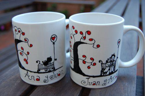 Tazas decoradas hay miles. Una taza personalizada pintada a mano con tu diseño y frase especial, es única!