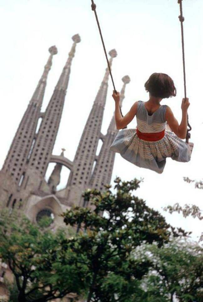 Sagrada Familia (Barcelona), 1959. Photo: Burt Glinn.