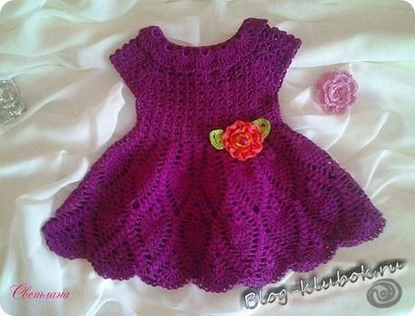 Связать платье младенца