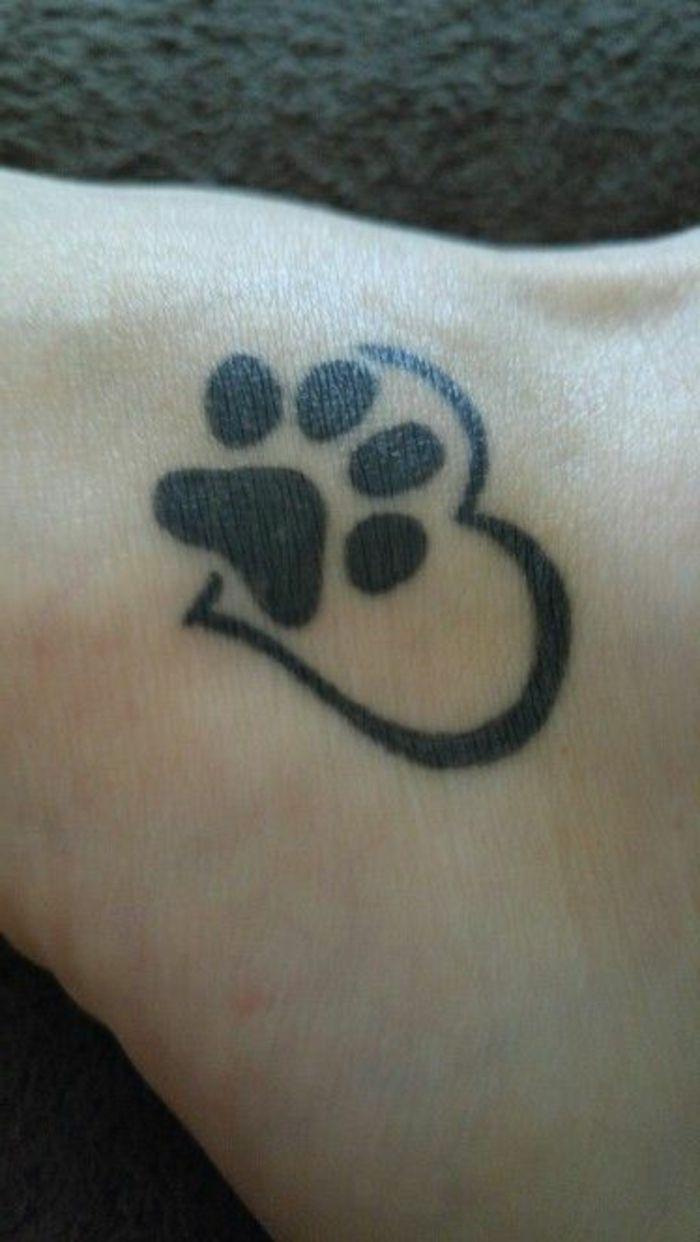 Les 25 meilleures id es de la cat gorie tatouages patte - Petit coeur tatouage ...