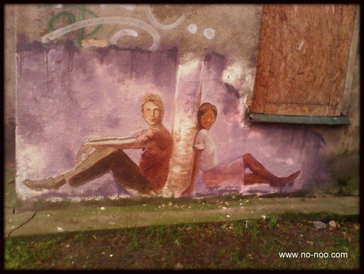 """""""Jesteśmy ludźmi, a nie kolorami."""" Mural walczący z rasizmem."""