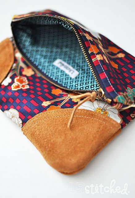 Indie Fold Over Clutch by LRstitched also gives location of where she got the fabric