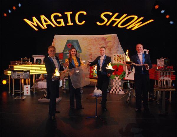 Sljedeću nedjelju držite djecu pod kontrolom!!! Mak teatar izvodi im Čarobni Choco Show i to 2 putu! Ujutro i popodne! A Makovicu su… Oni su obitelj? Ne oni nisu obična obitelj! Oni su magična obitelj! Glumci, pjevači, zabavljači, animatori, mađioničari, iluzionisti i smijehotvorci pa se osladite njihovim Čarobnim čokoladnim showom! Zabava, smijeh i čokolada zagarantirani! ;) http://www.makteatar.hr/