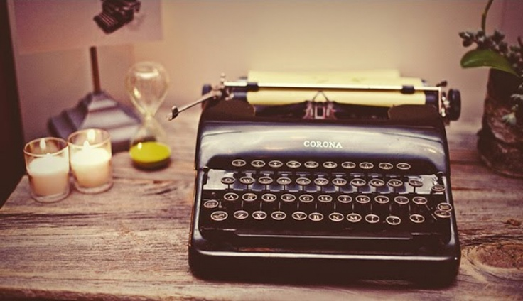 A vintage typewriter for the guestbook.  #TheLANEWeddings
