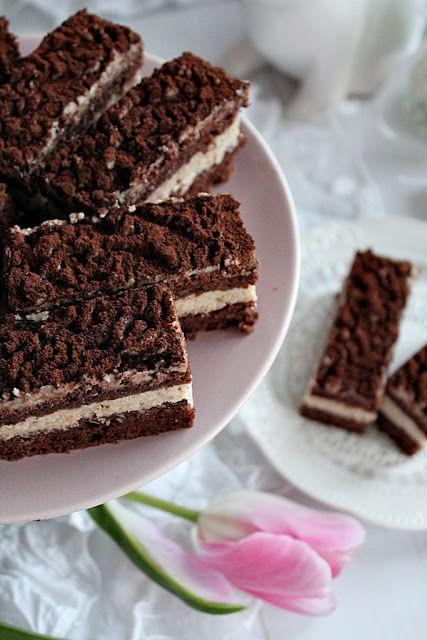 Ennek a süteménynek az az érdekessége, hogy szinte alig van benne liszt. A piskótának is a gesztenyemassza az alapj...