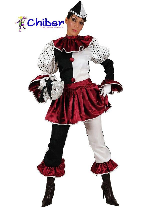 Disfraz de Pierrot: El personaje de Pedronilo o Pierrot se caracteriza, a menudo, con un rostro blanco y vestido del mismo color (a veces con detalles en negro). Su sombrero era muy alto y puntiagudo o en ocasiones era pequeño y de ala ancha. El actor que interpretaba a Pierrot tradicionalmente mostraba una gran variedad de emociones en su rostro. Pierrot era interpretado como una persona encantadora y amable, que era tan confiado e ingenuo que los demás se aprovechaban de él.