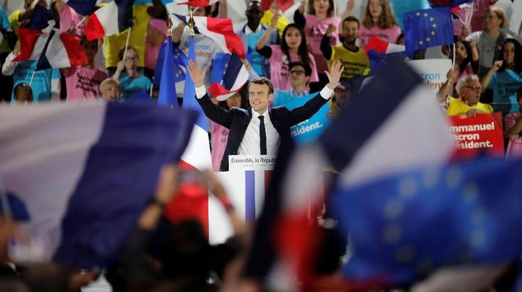 Menuju ke Louvre, Macron Rayakan Kemenangan dengan Lautan Pendukung