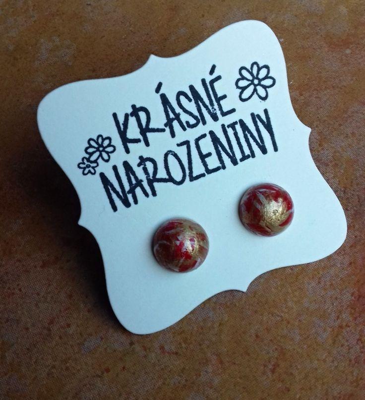 Pecičky+červené,+bílé+a+zlaté+Náušnice+jsou+vyrobeny+ze+dřeva,+jsou+natřeny+akrylovou+barvou,+jsou+přelakované,+průměr+náušnice+je+12+mm.+Na+zadní+straně+puzetka,+součástí+jsou+gumové+zarážky.