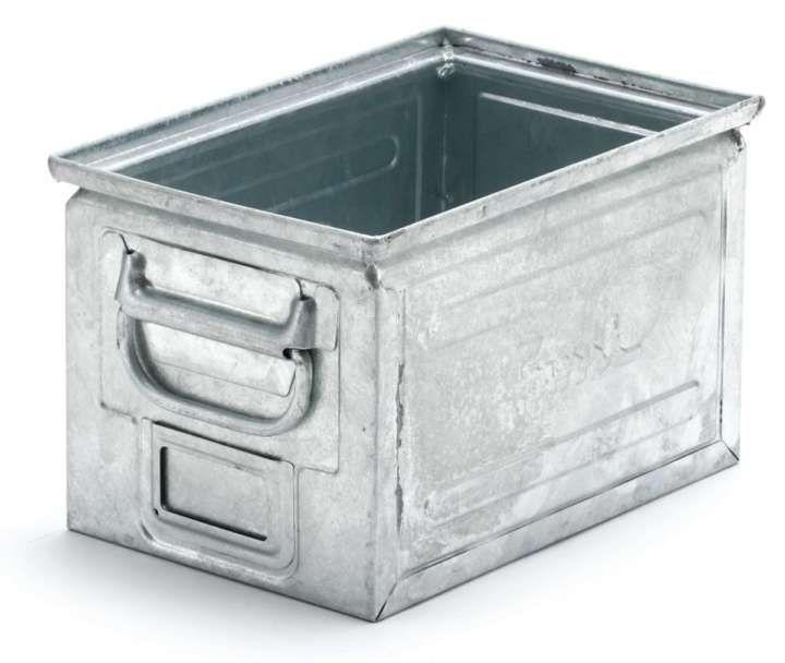 おしゃれな部屋といえば、木製のシンプルな家具が整然と並ぶ、いわゆる北欧っぽさをイメージしがちですが、そこにちょっとハズしアイテムとして使うと、グッと部屋に男っぽさを加えてくれるのがスチール製アイテムです。 イタリアの老舗ツールボックスブランド「Fami(ファミ)」の各種ボックスは、元々が工具などを入れておくために