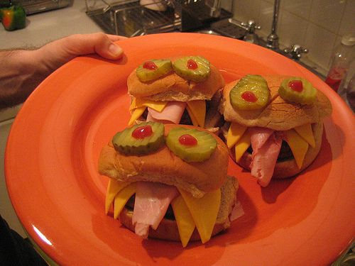 Monster Sandwich Tips! Even basic every day sandwiches made from hamburger buns, thin sliced deli meat and cheese make great monster sandwiches. In fact you can make a monster sandwich out of just about any kind of sandwich that your serving. Cheeseburgers make great ones, even sloppy joes make great ones but these are hot sandwiches.