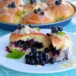 Blueberry Buns - Niezwykle puszyste jagodzianki recipe in Polish