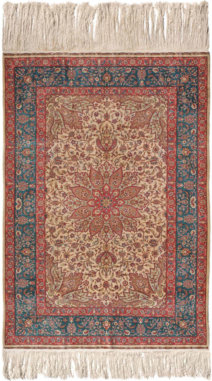 Schuler Auktionen Zürich  |  Hereke-Seide N-Türkei, um 1970 99x141 cm (ft. 3.3x4.7).
