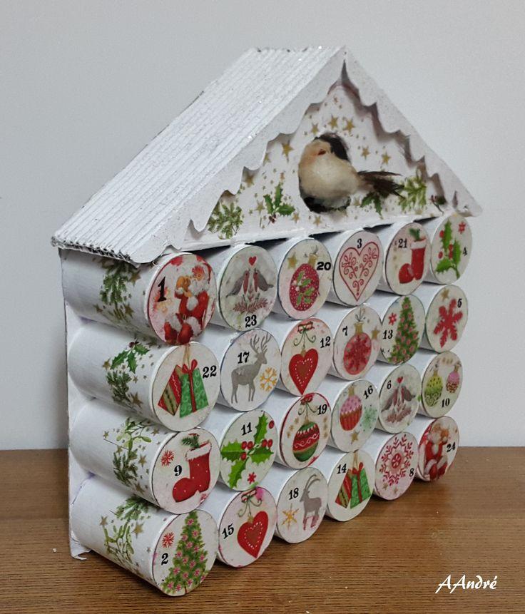 Calendrier de l'Avent, toujours avec des tubes en carton et collage de serviettes
